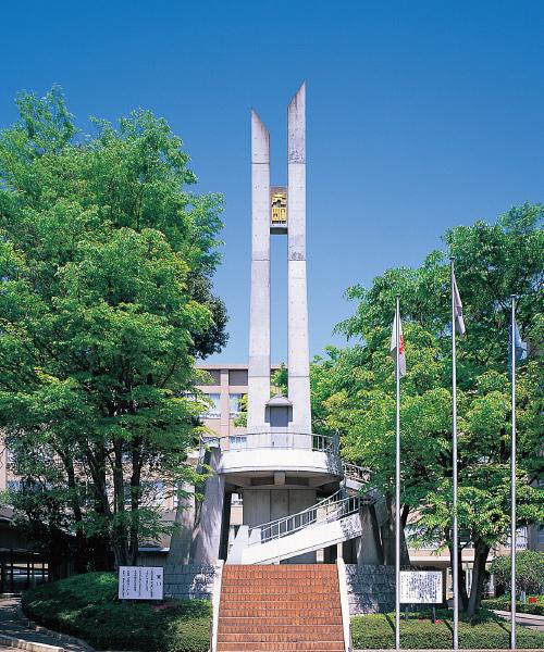 秀明の塔の外観写真です。