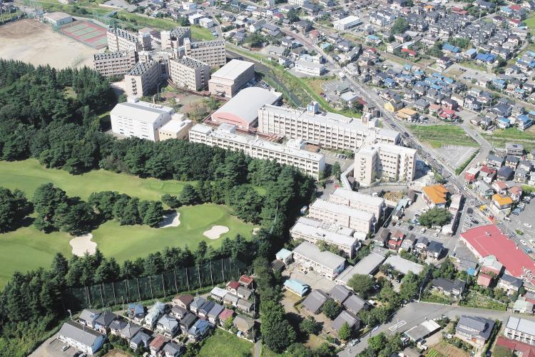秀明中学校・高等学校の空撮写真です。