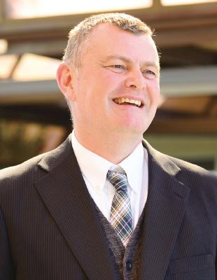 S. Dorward先生の顔写真です。