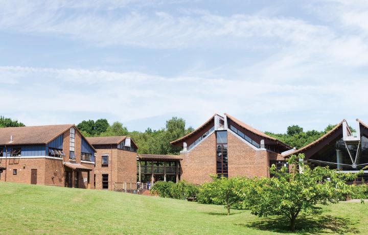 チョーサー・カレッジ・カンタベリーの外観写真です。