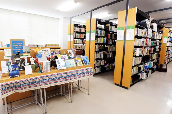 図書室の内観写真です。
